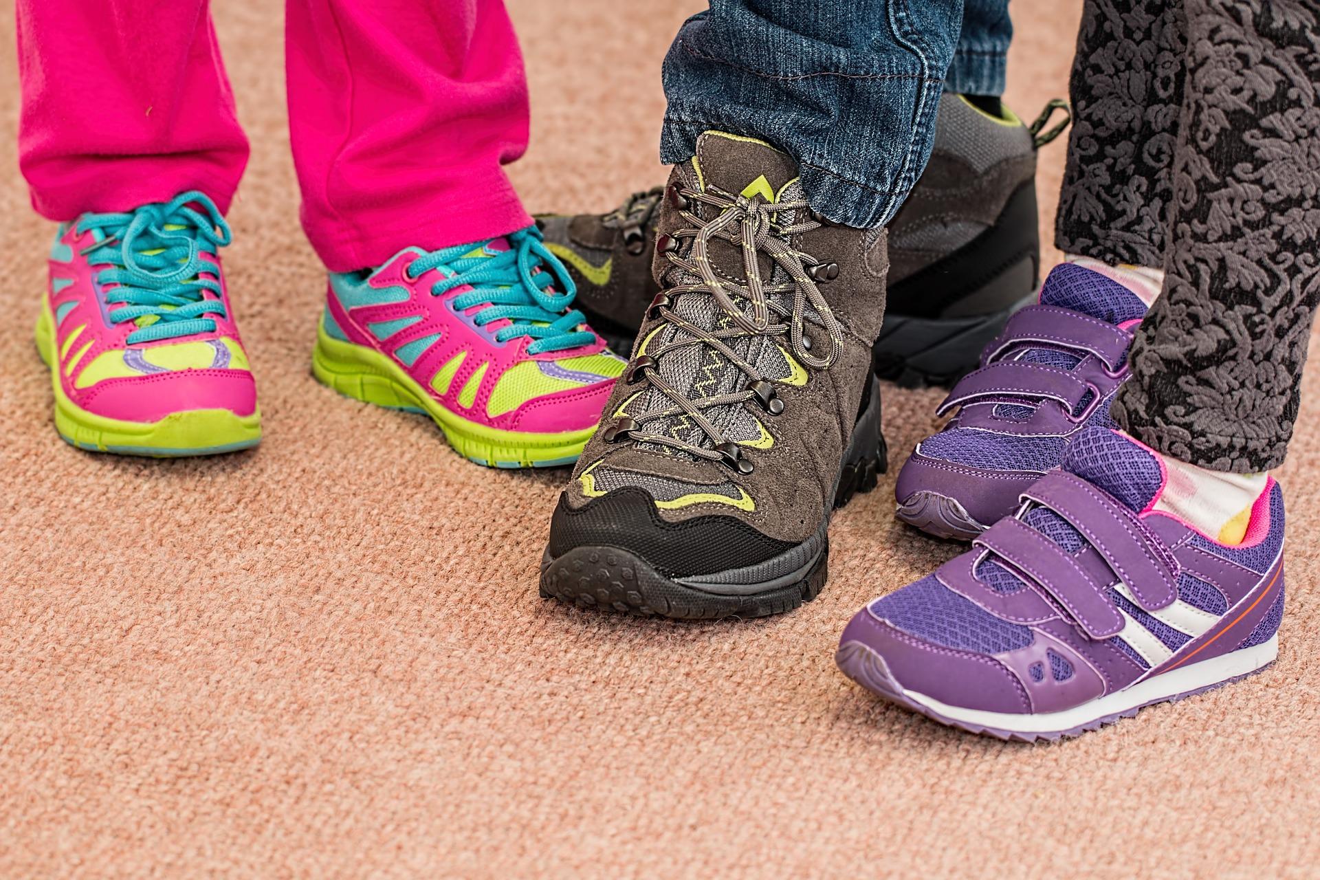 gyermekeim3_childrens-shoes-700069_1920
